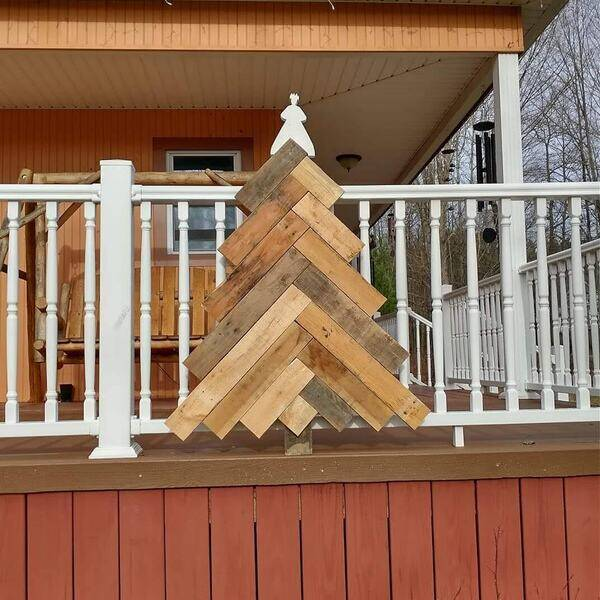 Photo: Pallet Wood Christmas tree