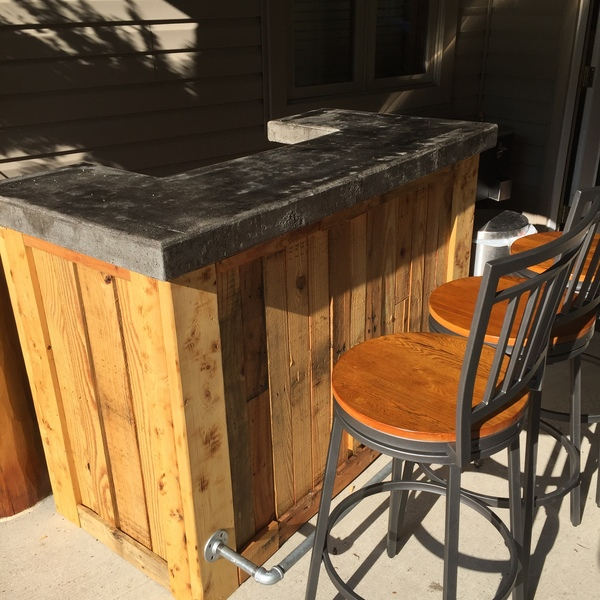 17 Really Cool Home Bar Designs That Are Worth Seeing: Pallet Bar With Cement Top And LED Lights