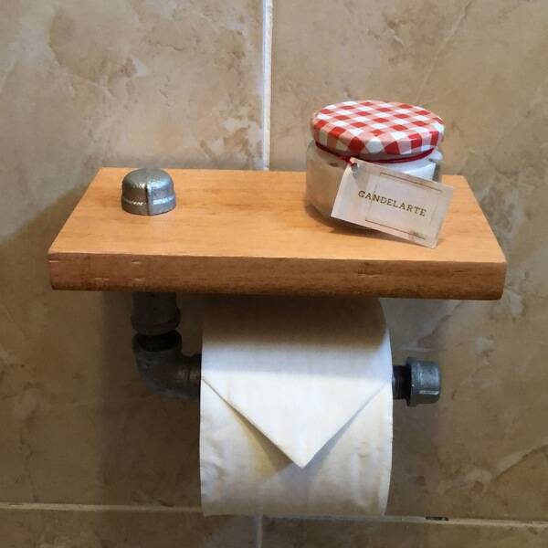 Photo: Toilet papel holder.