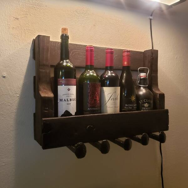 Photo: Pallet wine shelf