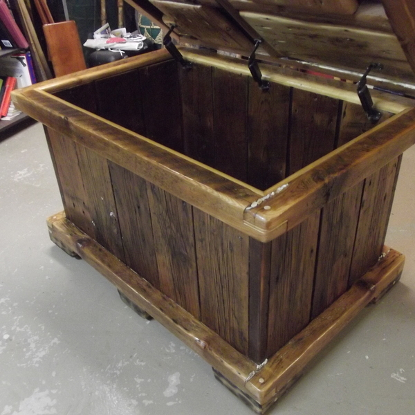 reclaimed barn wood toy box for a living room ryobi nation projects. Black Bedroom Furniture Sets. Home Design Ideas