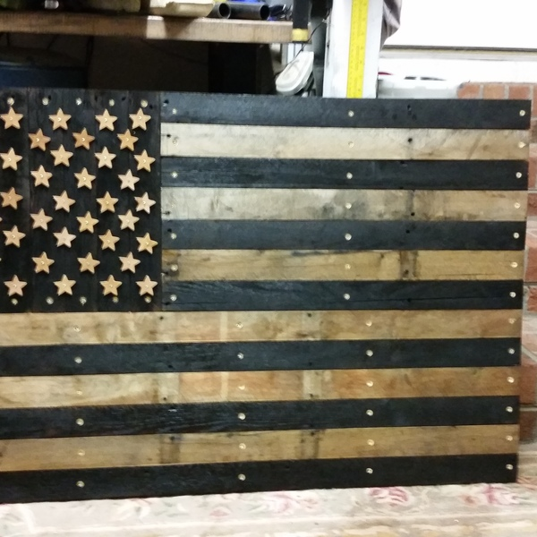 Distressed American Flag Coffee Table: American Flag Pallet Table