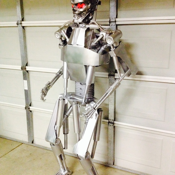 Photo: TERMINATOR ENDOSKELETON