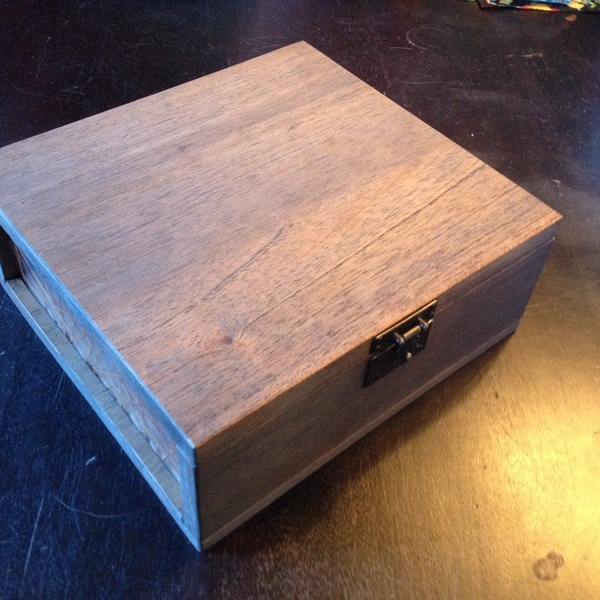 Photo: Desktop Spanish Cedar Humidor with natural material embedded acrylic