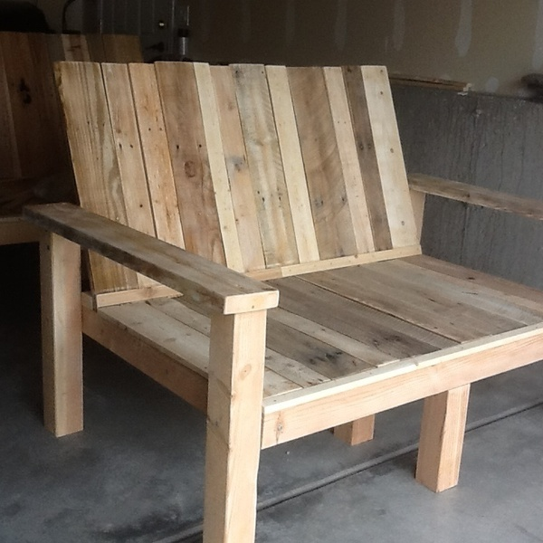 Photo: Up-cycled wood pallet bench