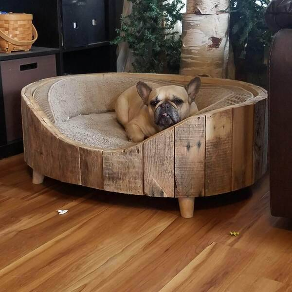 Photo: Pallet Wood Dog Bed